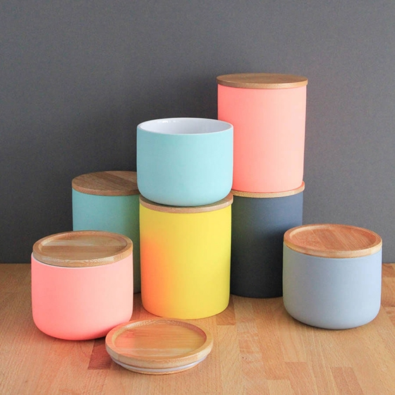 Colour-pop canister
