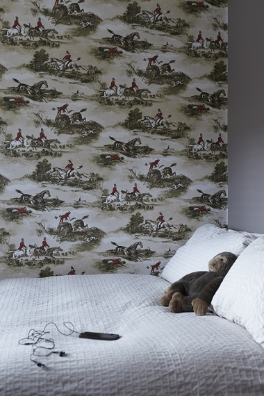 Horse wallpaper above a bed