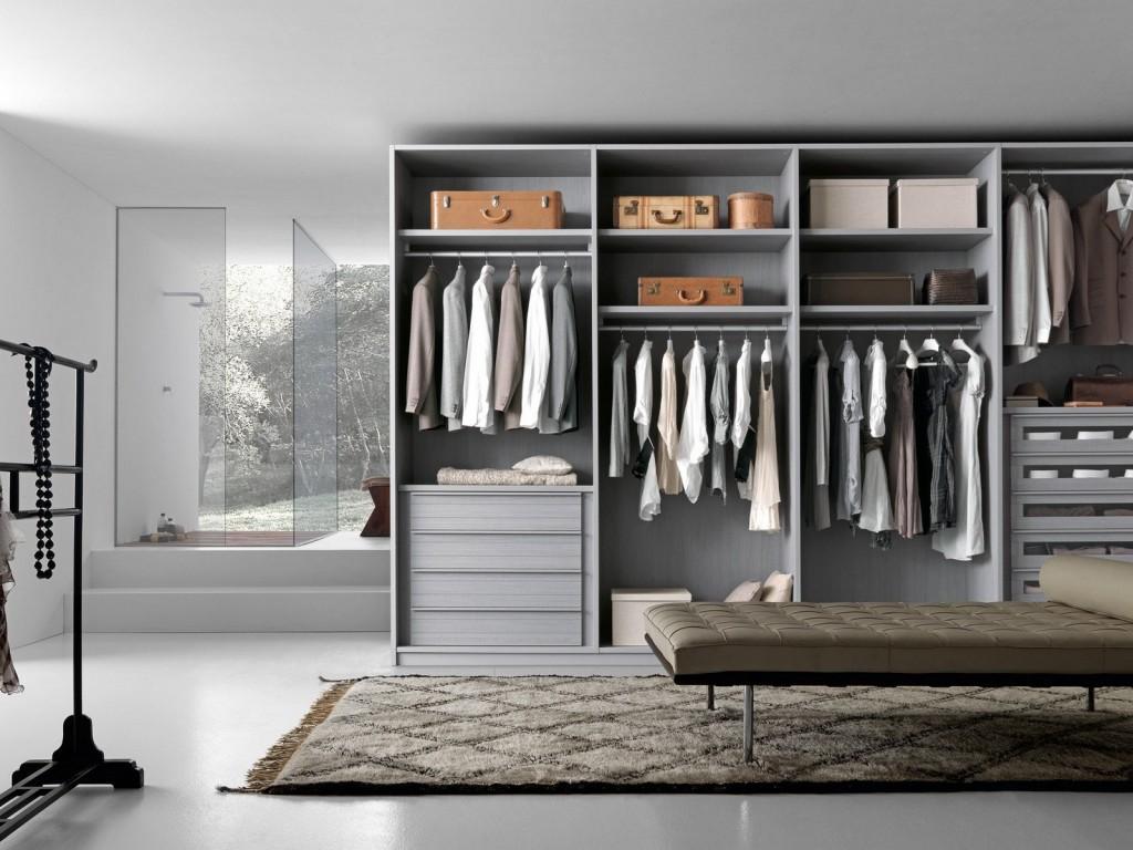 Varius wardrobe by Presotto.