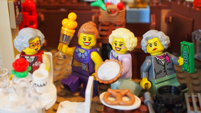The-Golden-Girls-Lego-Figures-the-golden-girls-36020420-640-360