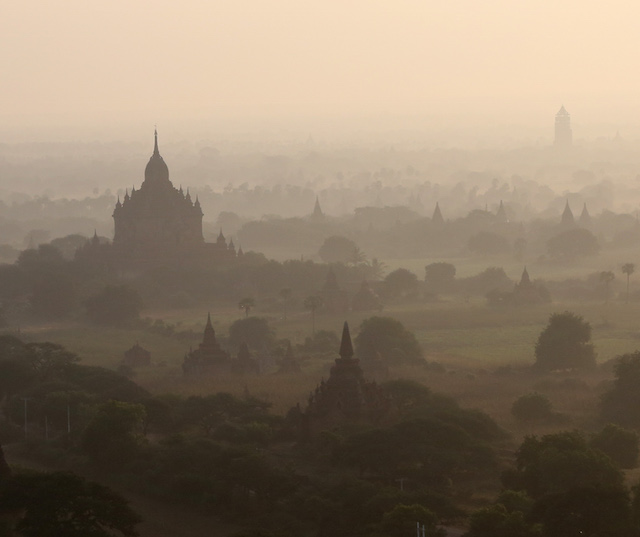 over the temples and pagodas of old Bagan 2366